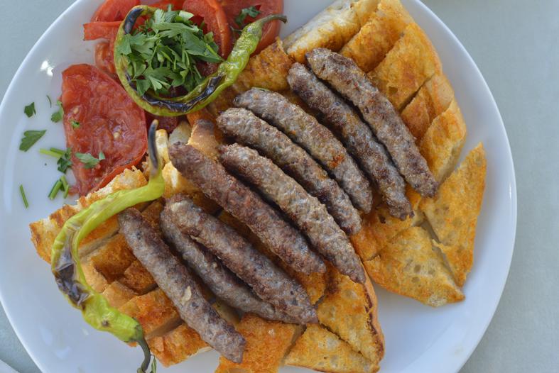 antalya-konyaaltı-tire-köfte-dr-gurme-drgurme-ekmekarası-servis-