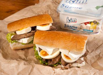 Biftekli Peynirli Sandviç Tarifi