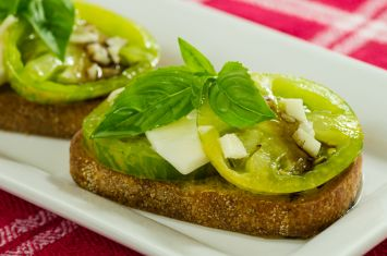Taze Peynirli Izgara Yeşil Domates Tarifi