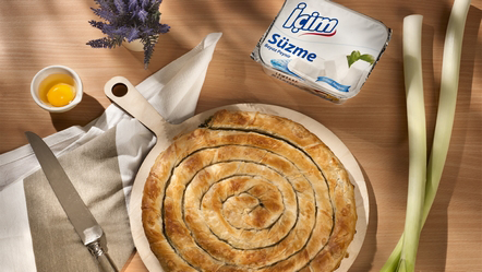 İçim Süzme Peynir'li ve Pırasalı Börek