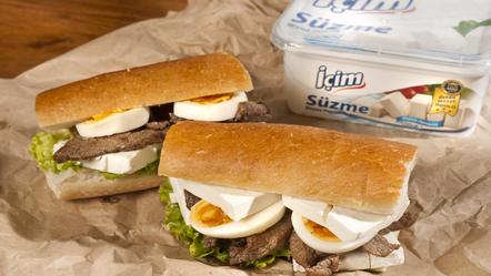 Biftekli Peynirli Sandviç